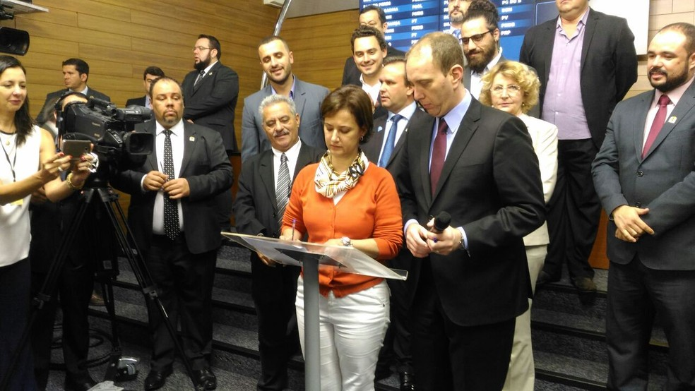 Jaqueline Coutinho tomou posse no plenário da Câmara de Sorocaba (Foto: Eduardo Ribeiro Jr./G1)