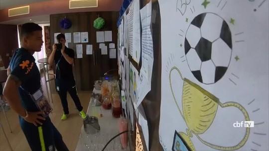 """Crianças enviam cartas à Seleção: """"Representam muito"""", diz Thiago Silva"""