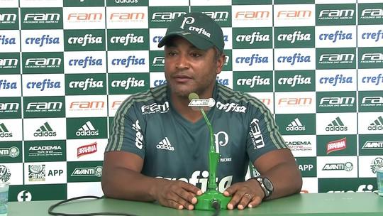 Roger treina com Michel Bastos e indica time titular do Palmeiras para sábado