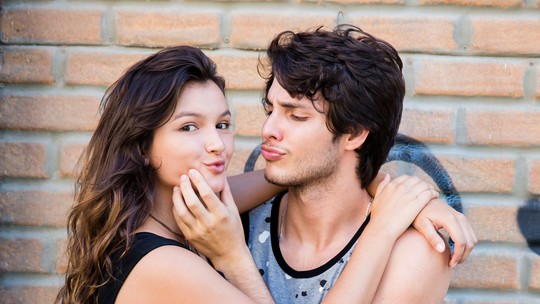 Bruno Guedes e Bárbara Maia protagonizam primeiro beijo #Luicas e comemoram: 'O público comprou o casal'