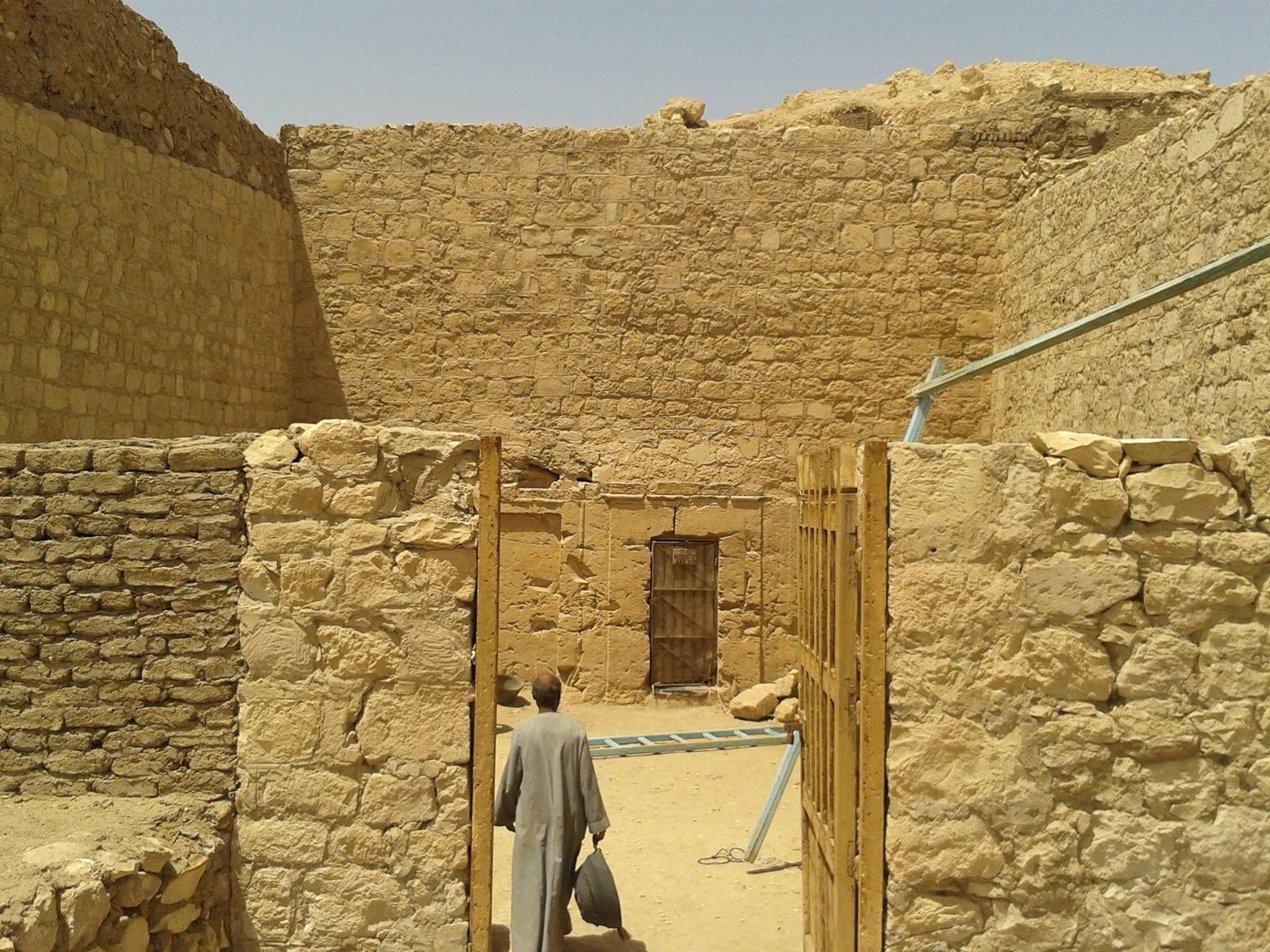 Entrada da tumba de Neferhotep (Foto: Divulgação)