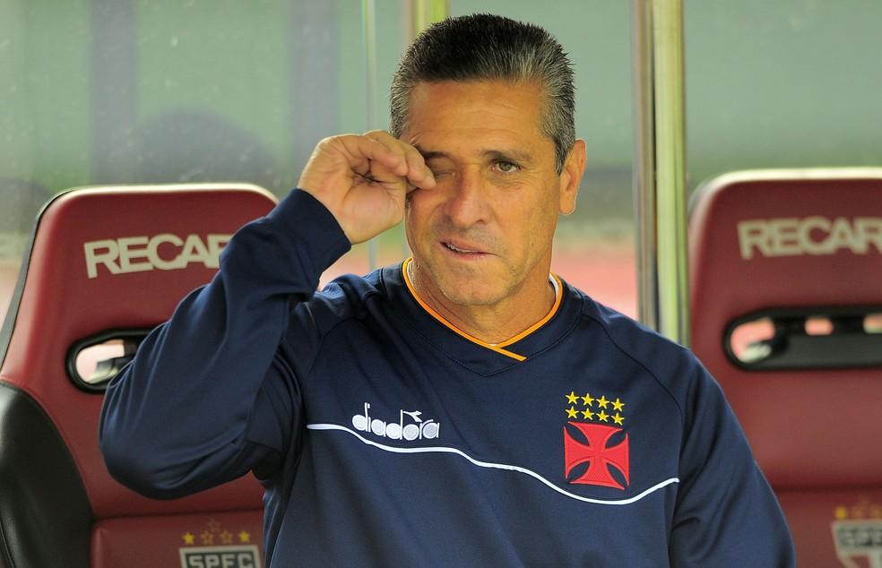 Jorginho sofre com críticas da torcida, mas ainda goza de prestígio com Campello (Foto: Marcos Ribolli)