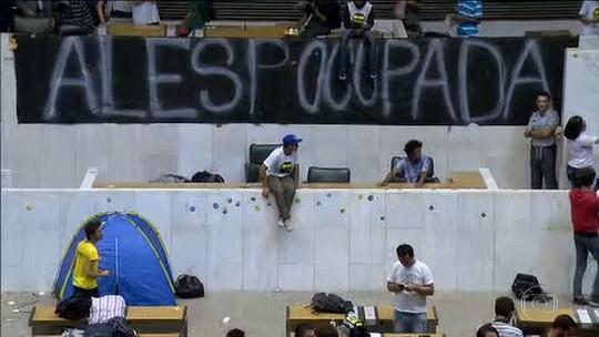 Capez recebe alunos e ocupação da Assembleia de SP segue sem prazo