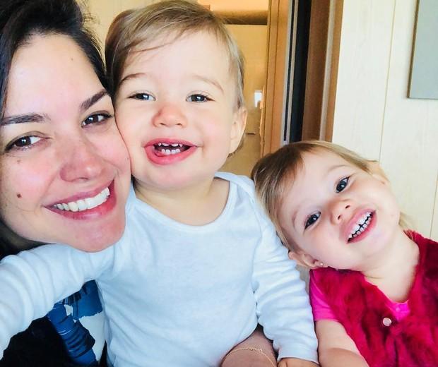 Thais Fersoza com os filhos, Teodoro e Melinda (Foto: Reprodução)