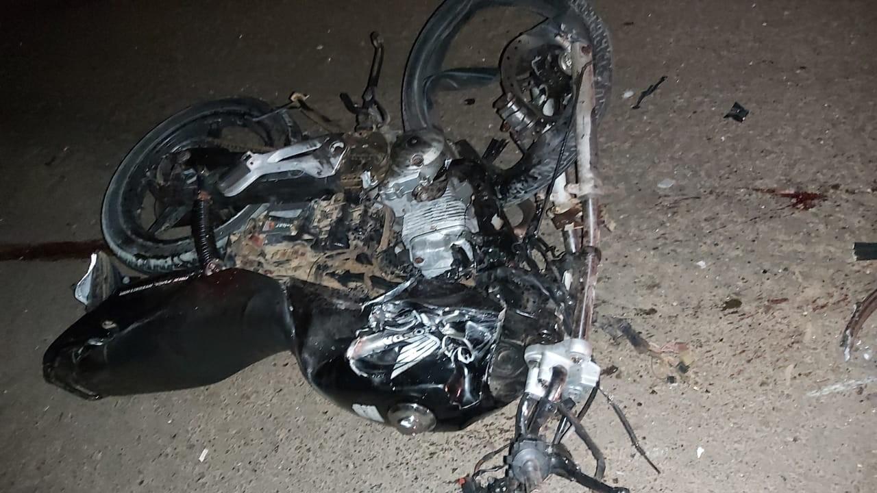 Motociclista morre ao colidir com caminhão na RO-133