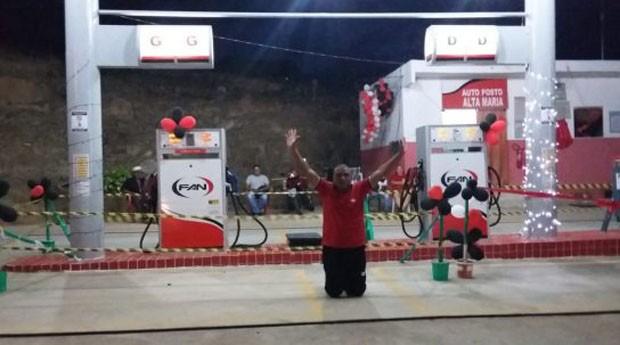 Damião Vicente da Silva construiu um posto de gasolina (Foto: Reprodução)