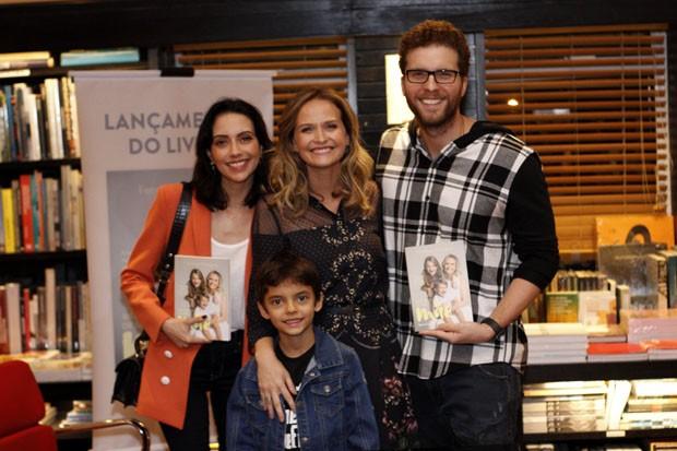 Thiago Fragoso, Mariana Vaz e Benjamin (Foto: Marcos Ferreira / Brazil News)