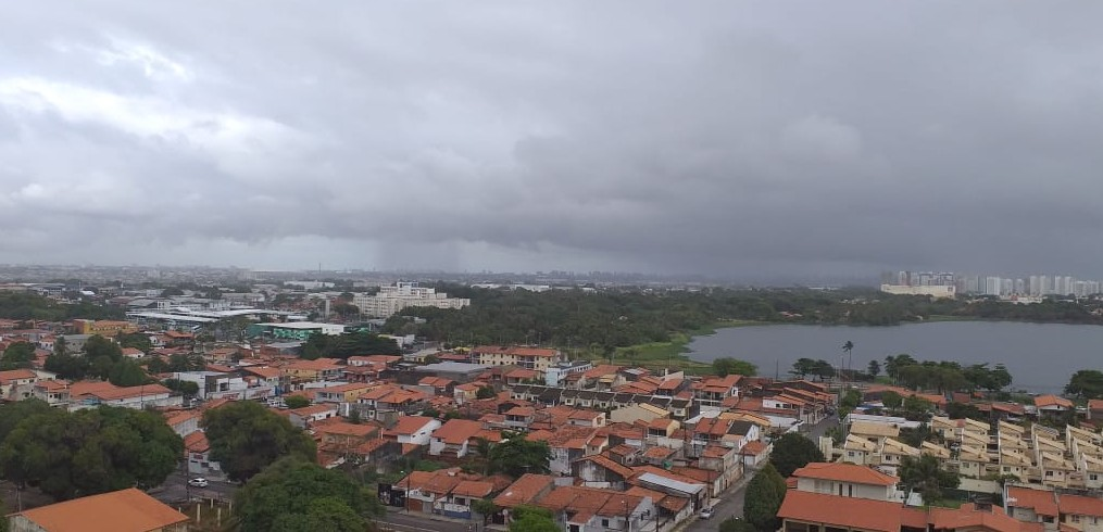 Áreas de instabilidade atmosférica provocam chuva na Grande Fortaleza
