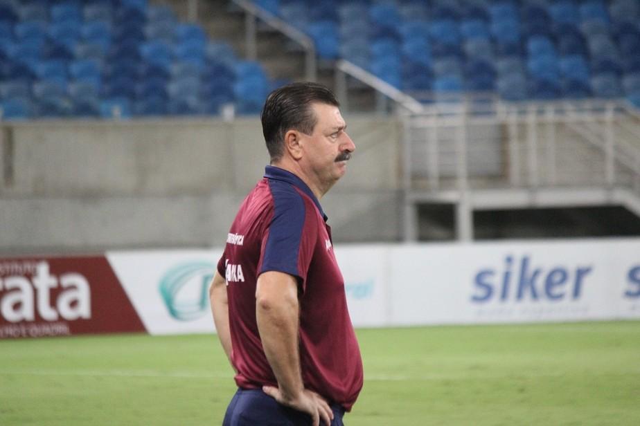 Após goleada, Leandro Campos deixa o comando do América-RN