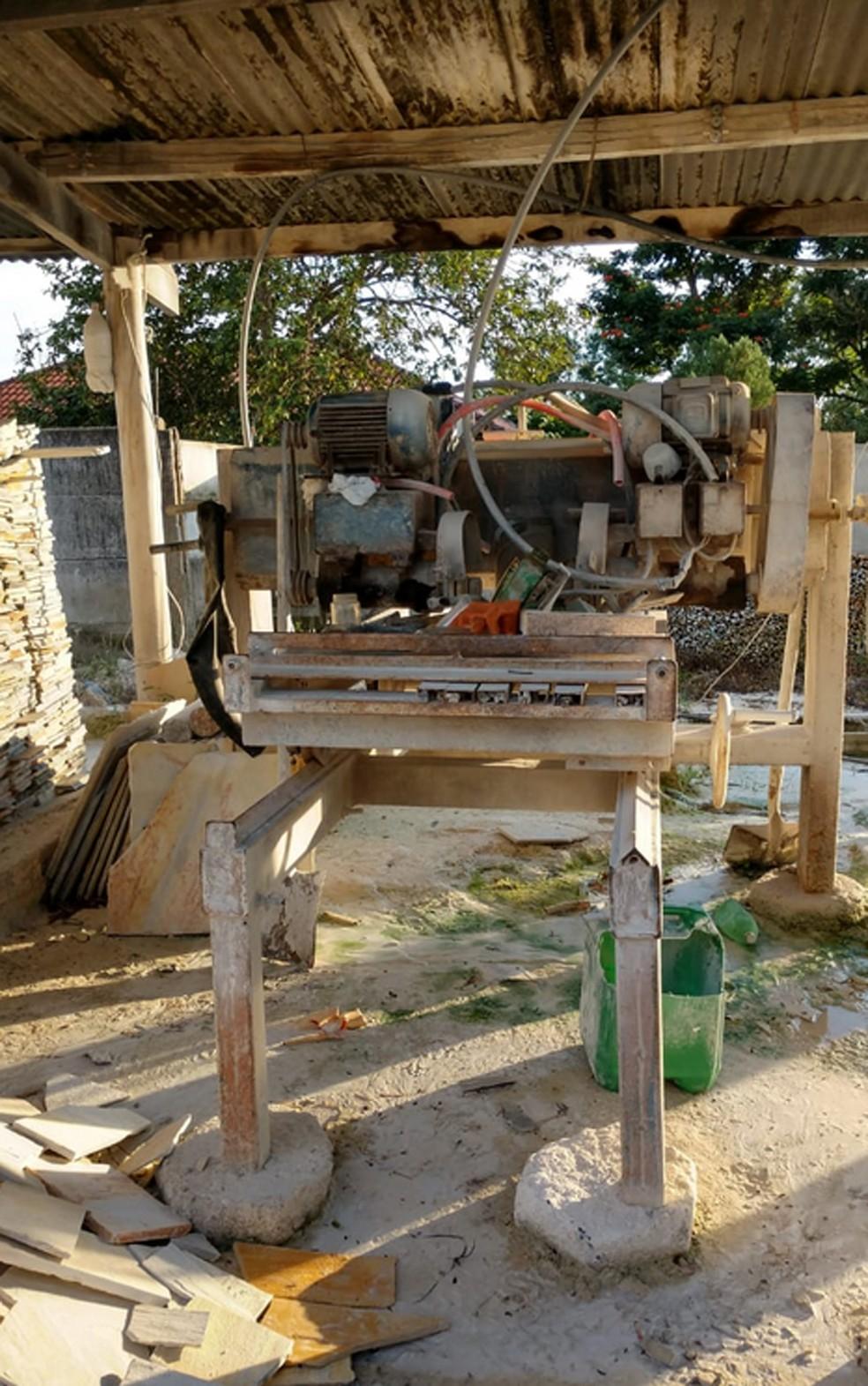 Máquina usada no corte do quartzito — Foto: Polícia Federal/Divulgação