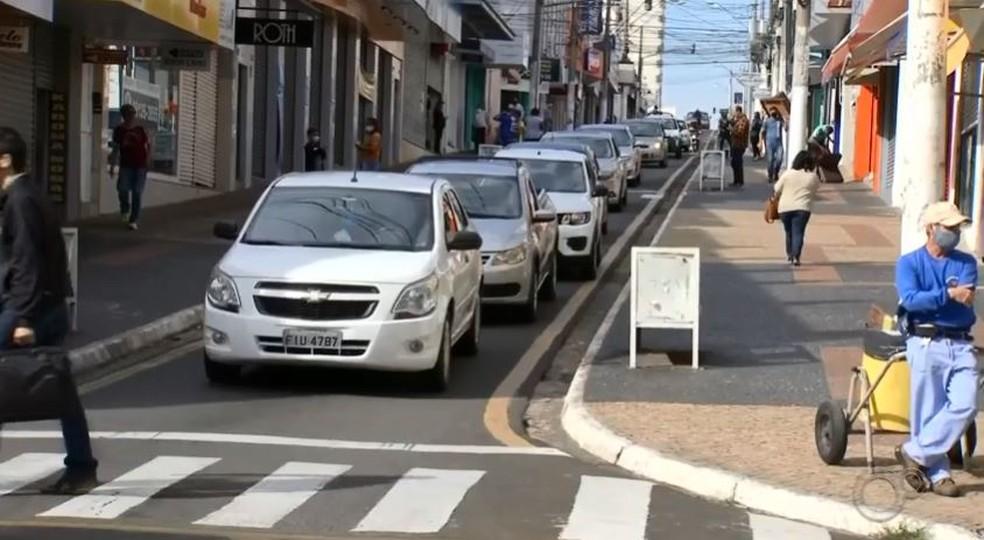 Na fase laranja, prefeitura vai abrir comércio e dobrar fiscalização em Marília — Foto: TV TEM/Reprodução