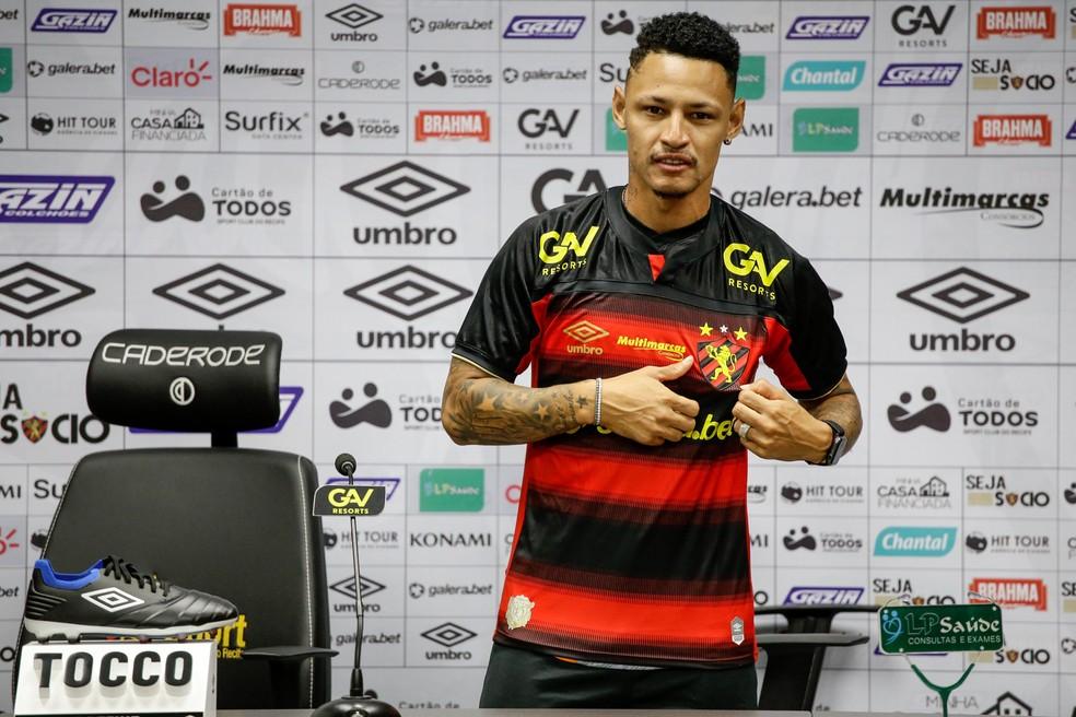 Neílton apresentado no Sport para 2021 — Foto: Anderson Stevens / Sport Club do Recife