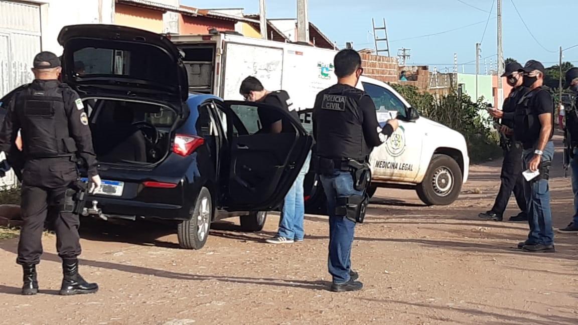 Homem é encontrado morto com tiro na cabeça dentro de carro na Grande Natal