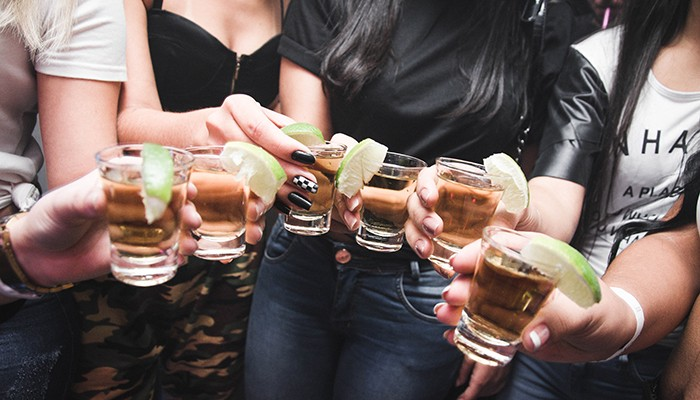 abusar de bebidas alcoólicas pode realmente mudar a função dos genes ligados ao comportamento de beber (Foto: Pexels)