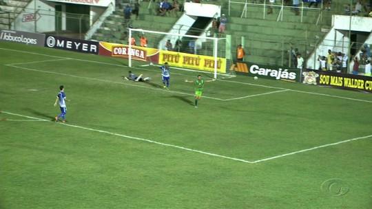 Artilheiro do Alagoano, Alexandre comemora boa fase no Jaciobá e revela os seus ídolos no futebol