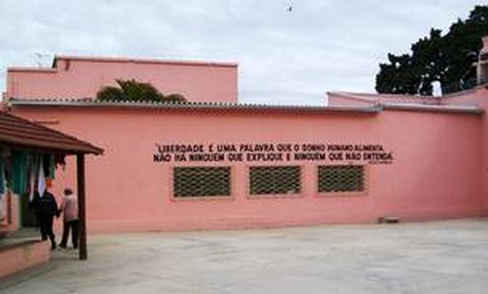 Pátio do Centro de Referência à Gestante Privada de Liberdade, em Vespasiano, na Grande BH. — Foto: Carlos Alberto/Imprensa MG