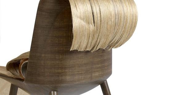 O designer usou camadas de fibra de linho para dar leveza e resist~encia à cadeira (Foto: Divulgação)