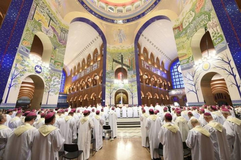 Bispos de todo país estão reunidos em assembleia em Aparecida para discutir as diretrizes da Igreja Católica no Brasil — Foto: Divulgação