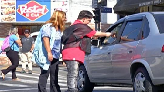 Alunos conscientizam motoristas e pedestres na Semana Nacional do Trânsito