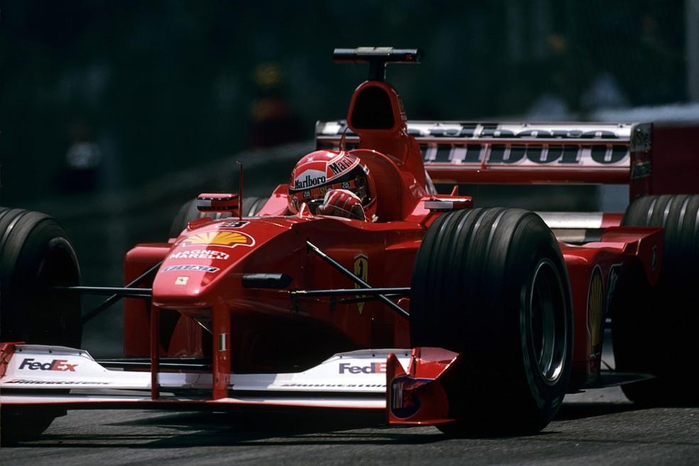 Schumacher liderava tranquilamente o GP de Mônaco de 2000 quando abandonou — Foto: Getty Images