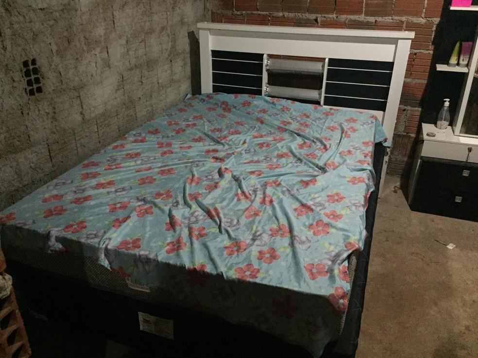 Casal foi esfaqueado dentro do quarto onde dormia na cidade de Chaval, no Ceará — Foto: Kairo Amaral/TV Clube