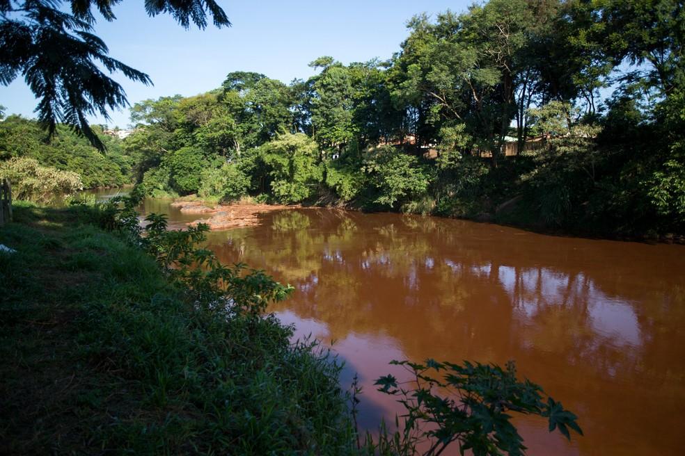 O rio Paraopeba, um dos afluentes do rio São Francisco e que percorre mais de 40 cidades em Minas Gerais. O rio é afetado pela lama de rejeitos após o rompimento da barragem da Vale em Brumadinho. Duas membranas de contenção de rejeito instaladas no Rio Paraopeba já estão em operação. Elas foram colocadas para proteger o sistema de captação de água em Pará de Minas, que fica a cerca de 40 km de Brumadinho — Foto: Mister Shadow/ASI/Estadão Conteúdo