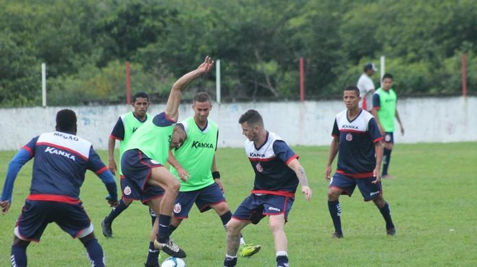 Luiz Fernando mostra confiança por vaga no meio do América-RN