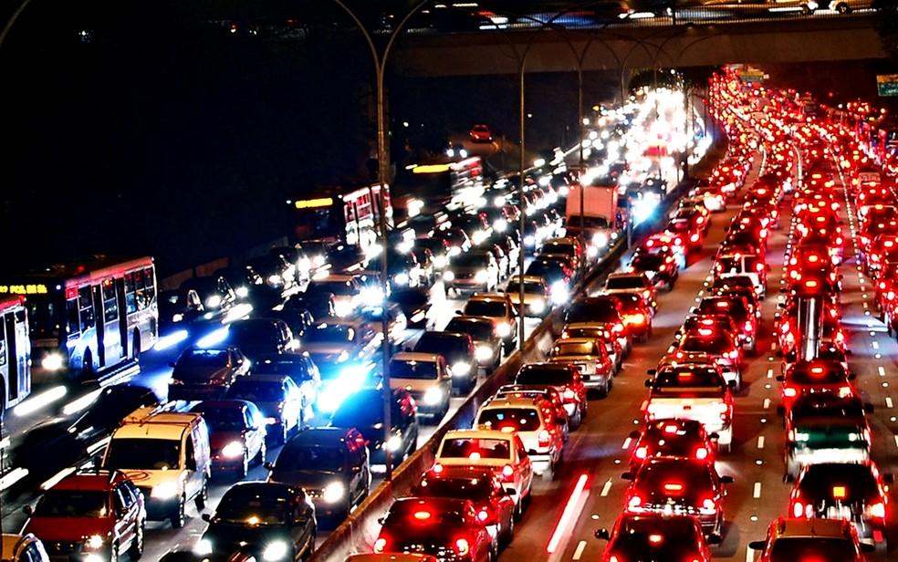 Se o motorista não cometer nenhuma infração gravíssima, seu limite será de 40 pontos na CNH — Foto: Getty Images