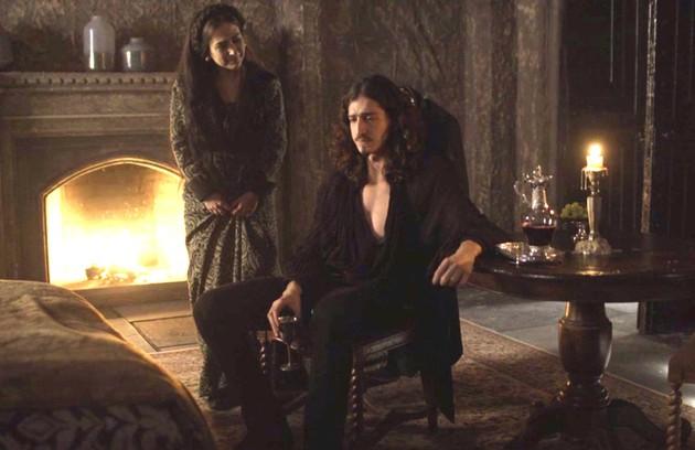Lucrécia (Tatá Werneck) e Rodolfo (Johnny Massaro) levarão um susto quando descobrirem, na hora do parto da princesa, que ela estava esperando quatro bebês. Os dois terminarão juntos e felizes (Foto: Reprodução)