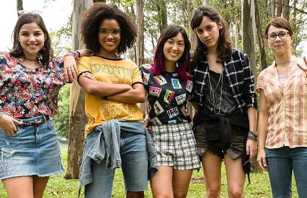 Keyla (Gabriela Medvedovski), Ellen (Heslaine Vieira), Tina (Ana Hikari), Lica (Manoela Aliperti) e Benê (Daphne Bozaski) agora enfrentam questões da vida adulta (Foto: TV Globo)