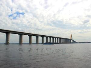 Ponte Rio Negro está localizada na Zona Oeste de Manaus e liga a capital a municípios como Iranduba, Manacapuru e Novo Airão (Foto: Adneison Severiano/G1 AM)