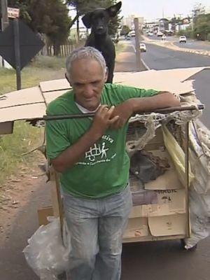 Nilson é catador de recicláveis há 20 anos (Foto: Reprodução / TV TEM)