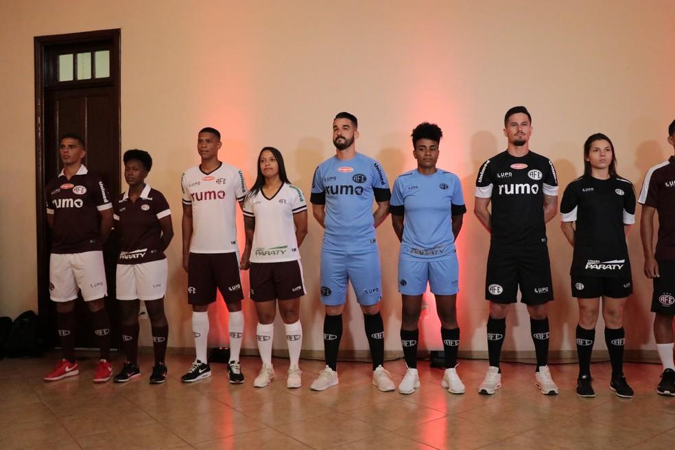 4685ce95b3 ... Ferroviária apresenta novos uniformes para a temporada 2019 — Foto  Tom  Magno AFE