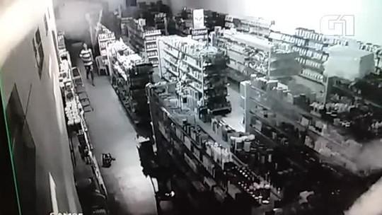 Ladrão é preso após ser flagrado dormindo em cima de dinheiro dentro de loja no Sul do Piauí