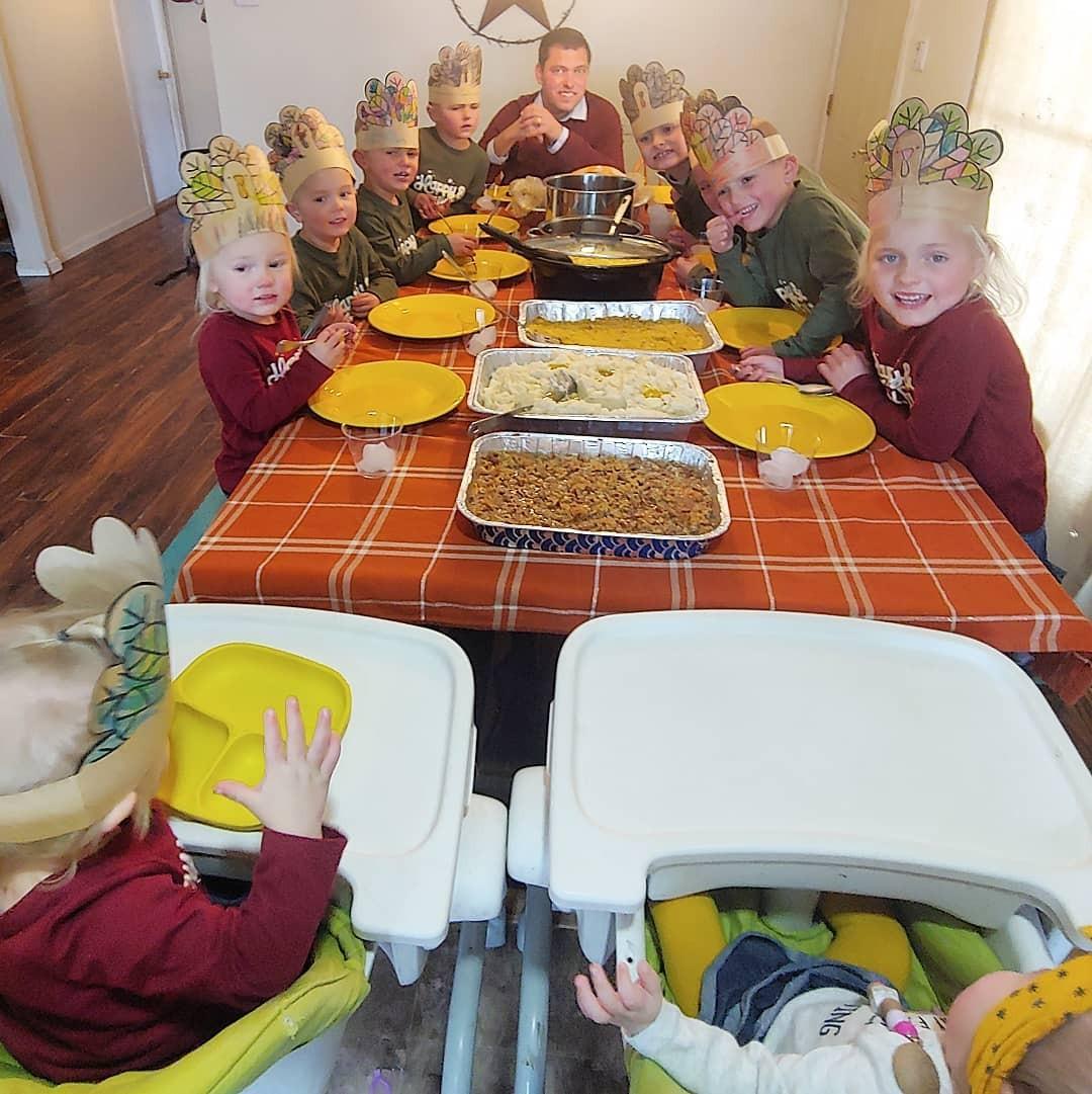 A hora da refeição é uma bagunça e uma festa ao mesmo tempo (Foto: Reprodução/Instagram)