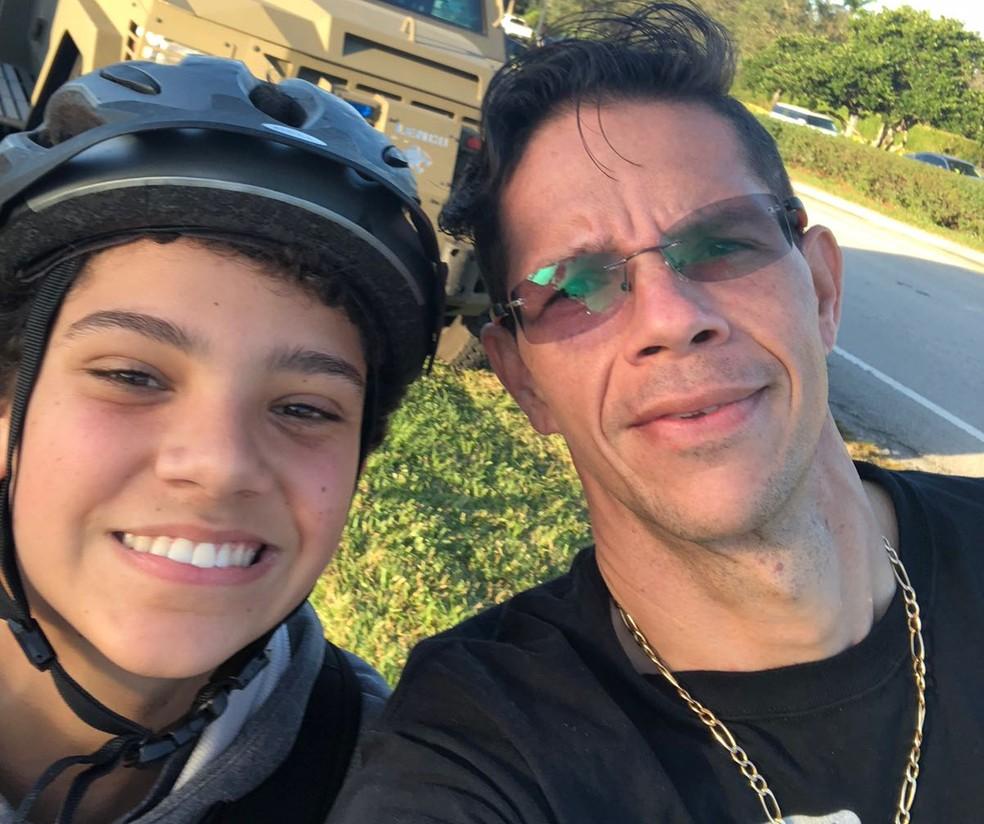 Luiz e o filho Lucas, que estava na escola onde entrou o atirador (Foto: Luiz Carvalho/Arquivo Pessoal)