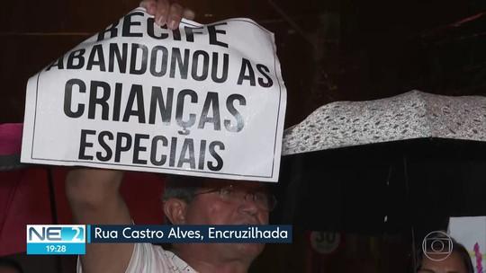 Famílias protestam contra falta de psiquiatras em Centro de Atenção Psicossocial no Recife