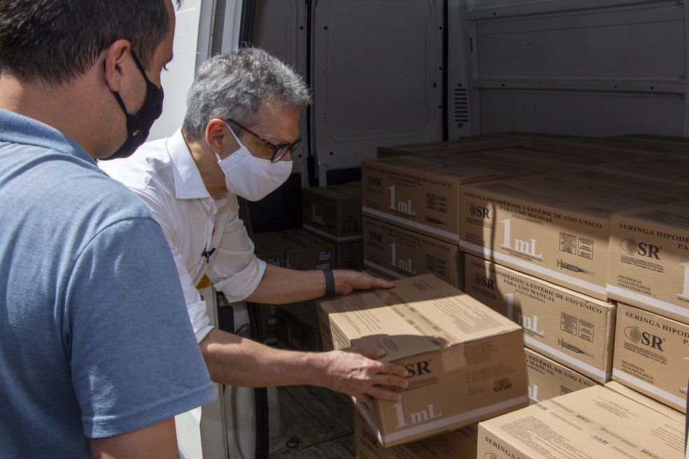 Governador acompanha distribuição de 300 mil seringas para vacinação contra Covid-19 na região de Varginha (MG) — Foto: Fábio Marchetto/Governo de MG