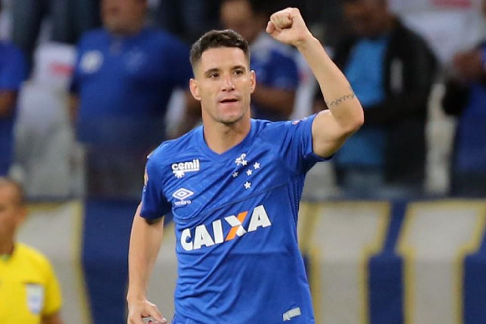 Thiago Neves é principal indicação de Renato para o Grêmio — Foto: Paulo Fonseca/EFE