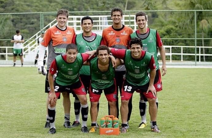 Bruno (esq) e Wellington Nem (centro) em treino do Figueirense: juntos em 2011 (Foto: Arquivo pessoal)