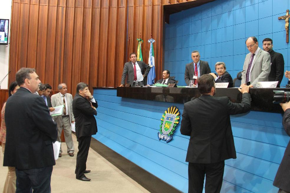 Deputados durante sessão nesta quinta-feira (14) (Foto: Wagner Guimarães/ALMS/Divulgação)