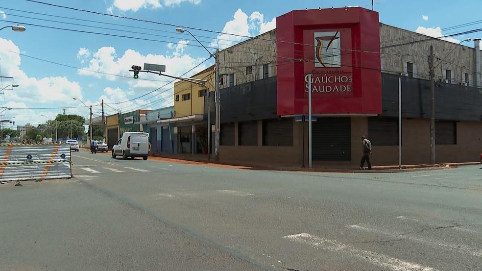 Após repercussão das imagens da agressão, Churrascaria Gaúcho da Saudade ficou fechada nesta sexta-feira (19) em Ribeirão Preto, SP — Foto: Aurélio Sal/EPTV