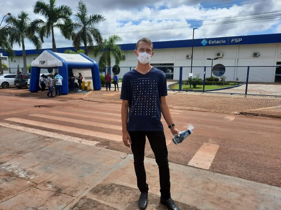 Yago Baranoski, de 19 anos, participa da reaplicação do Enem em Rolim de Moura — Foto: Magda Oliveira/Rede Amazônica