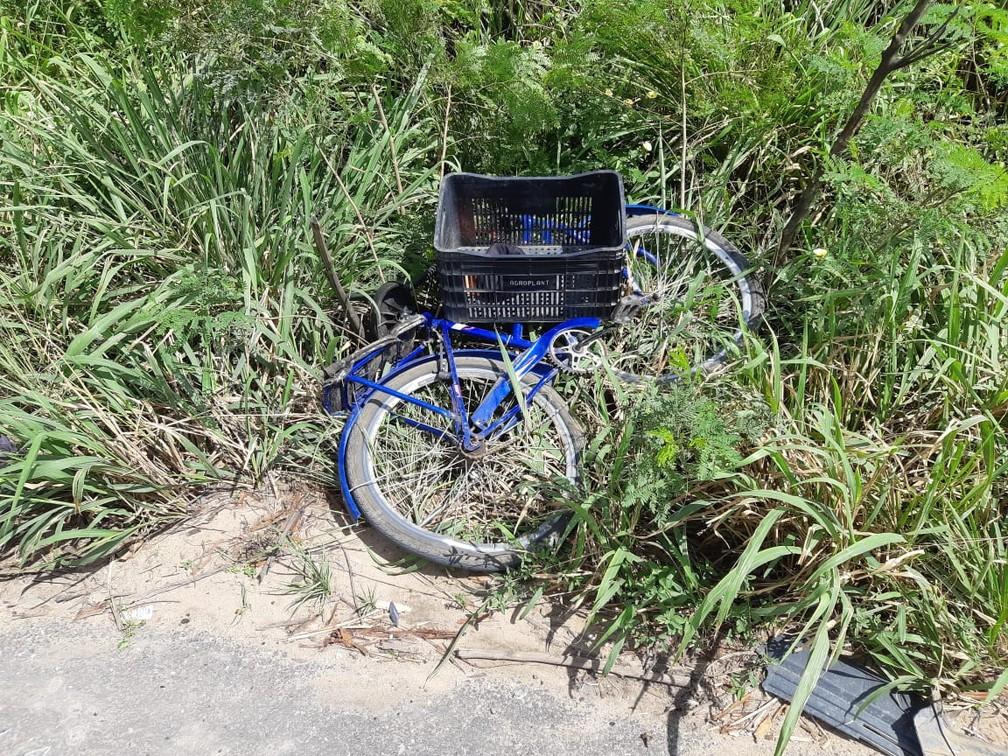 Ciclista morre após ser atropelado por carro na Bahia — Foto: Polícia Rodoviária Federal