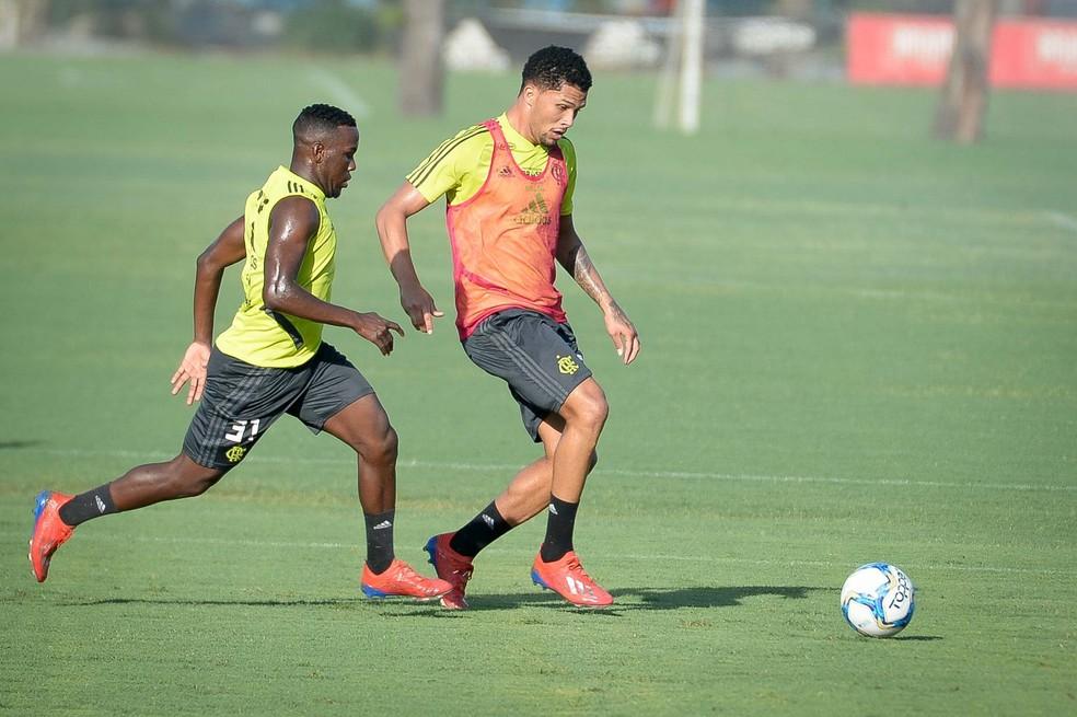 Vitor Gabriel terá mais uma oportunidade neste sábado — Foto: Alexandre Vidal / Flamengo