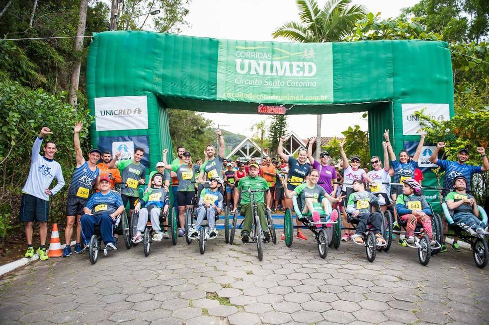 0968223ce ... Projeto Pernas Solidárias disponibiliza triciclos a cadeirantes que  querem participar da corrida — Foto  Divulgação