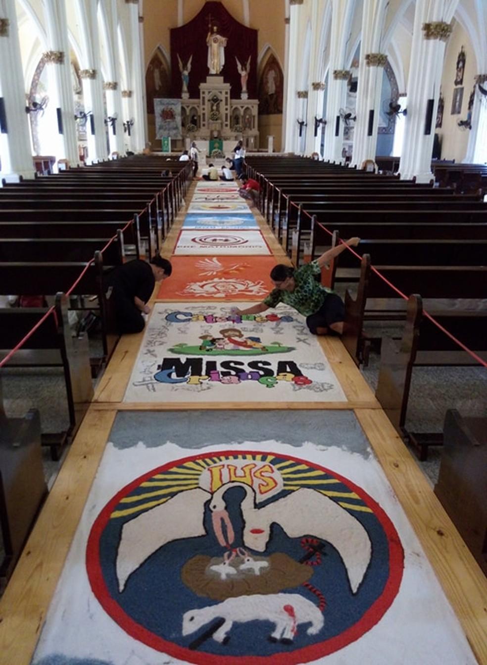 Tapete de 35 metros vai ocupar corredor da Paróquia Cristo Rei (Foto: Divulgação)