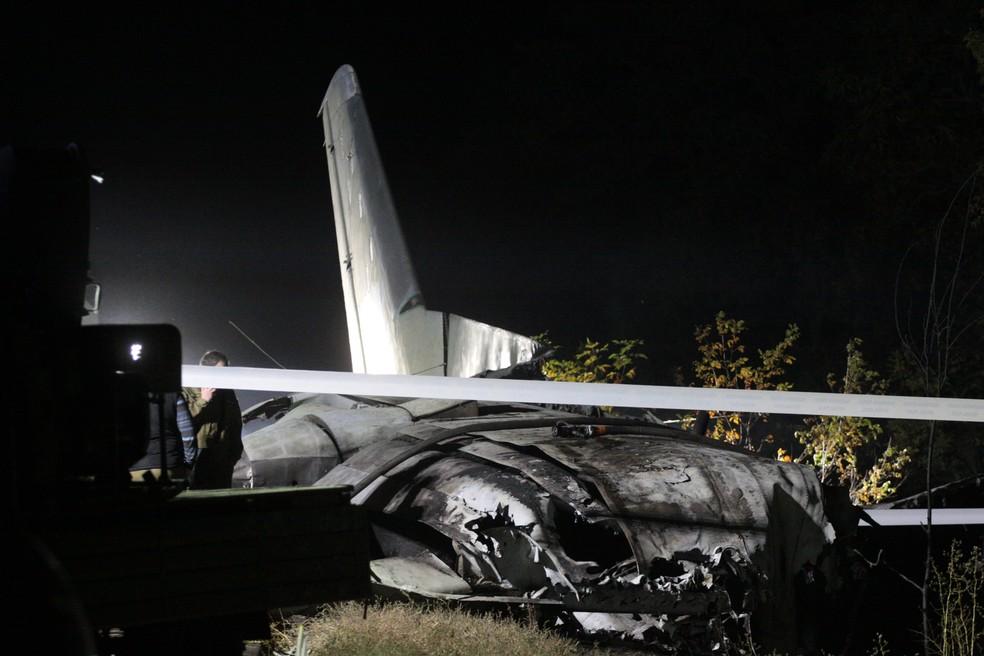 Destroços de avião que caiu na Ucrânia nesta sexta-feira (25) — Foto: Sergey Bobok/AFP