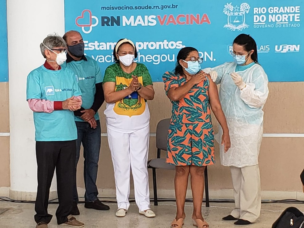 Técnica de enfermagem foi a primeira pessoa vacinada contra a Covid-19 no RN — Foto: Bruno Vital/Cedida