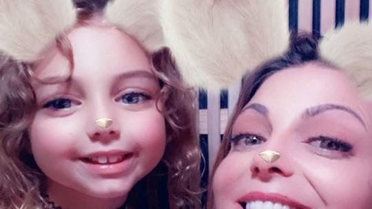 Sheila Mello relata rotina com filha de 7 anos, tarefas de casa e treino: 'Dá trabalho'